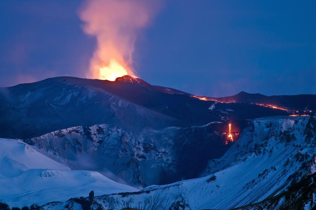 Der Eyjafjallajökull bei seinem Ausbruch 2010.