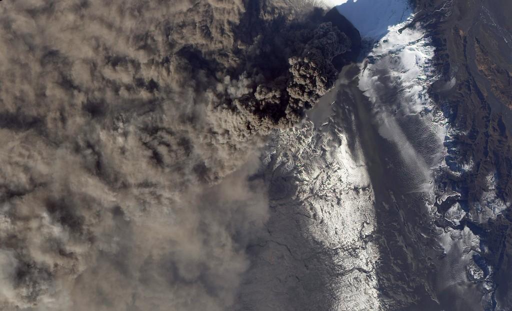 Aschewolken über dem Eyjafjallajökull, aufgenommen vom NASA Satelliten.