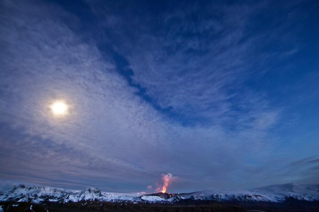 Links im Foto der Katla, in der Mitte der Fimmvörðuháls und rechts Vulkan Nummer 3, der Eyjafjallajökull.