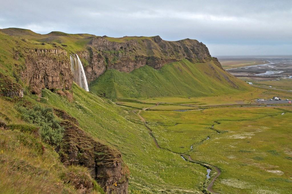 Der Seljalandsfoss ist ein Wasserfall im Süden Islands. 11)